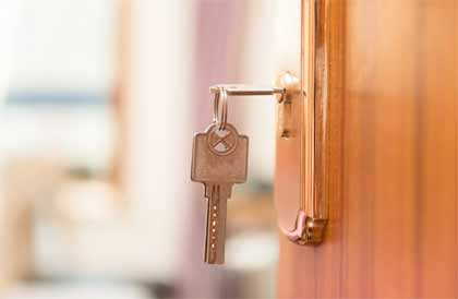 Effective steps to get a broken key out of a house door lock